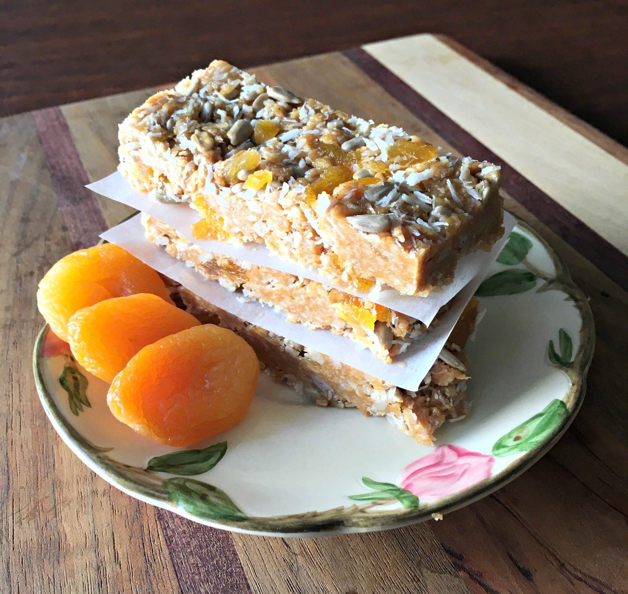 Apricot coconut granola bars