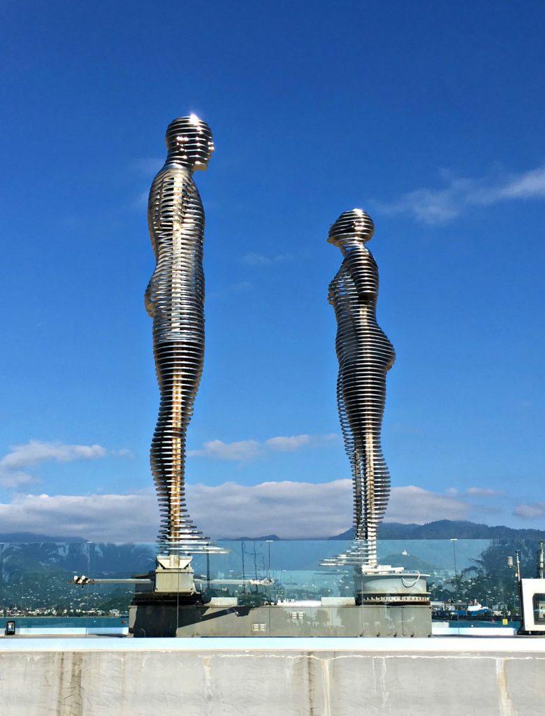 Ali and Nino statue