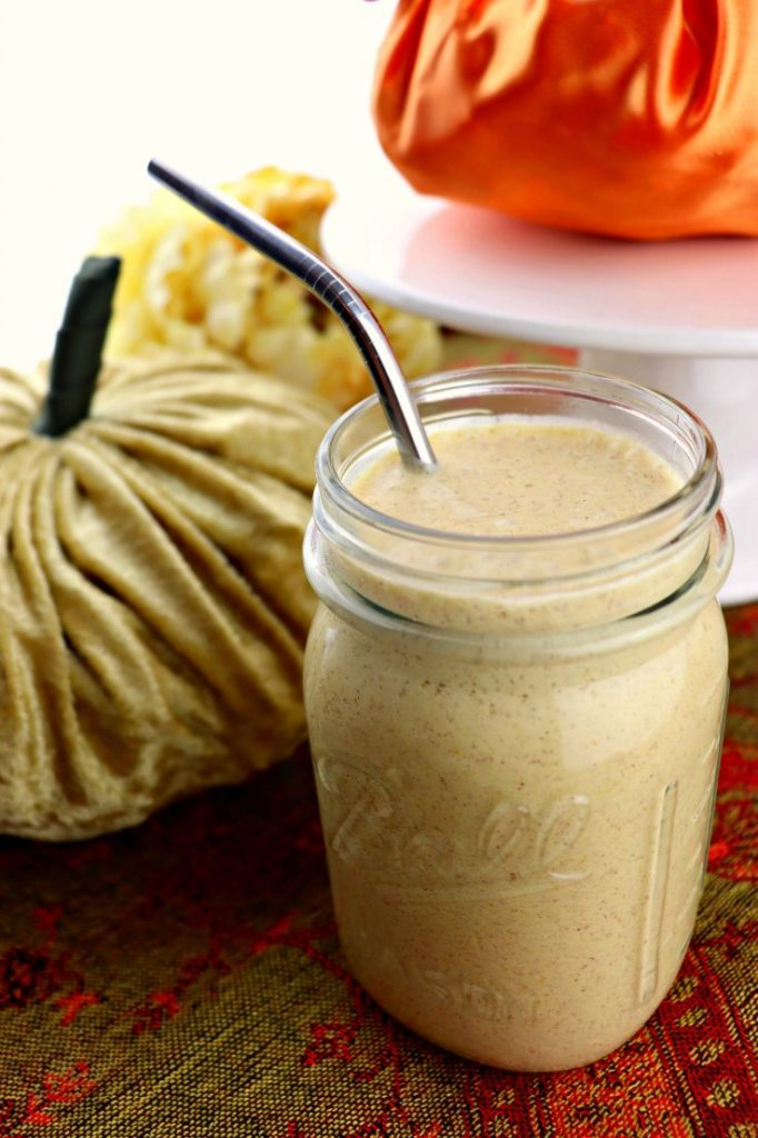 Keto pumpkin spice breakfast shake. Perfect protein meal shake for the season! #pumpkinspice #ketobreakfast