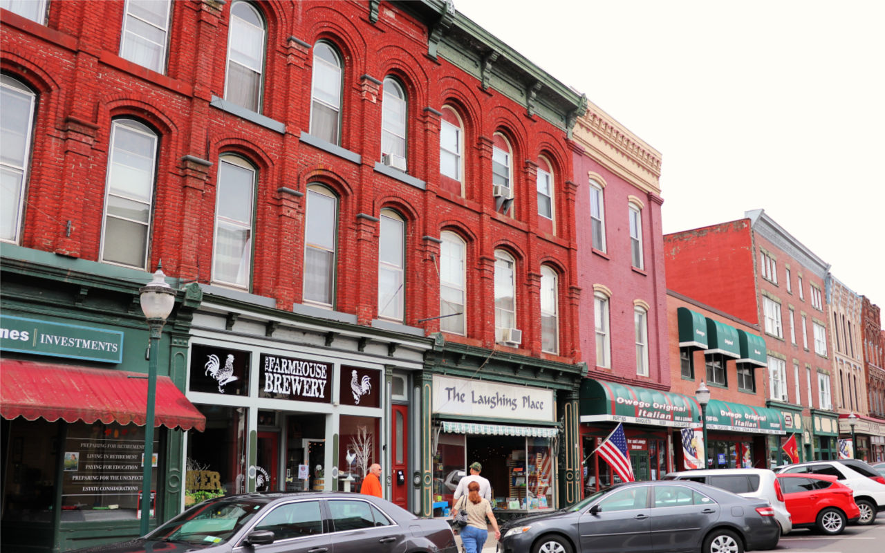 Beautiful street in Owego New York. Things to do in Tioga County. #experiencetioga #artstrailtioga #15thingsowego #belikebelva #iloveny #myflxtbex #tbex #explorermomma