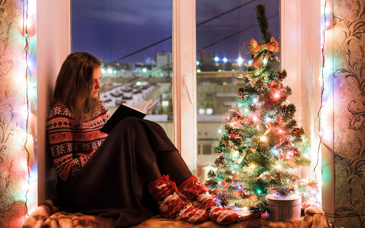 Christmas mystery books girl reading #christmasmysteries #christmasbooks