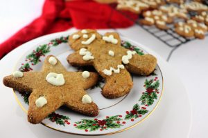 Keto gingerbread cookies are the perfect family Christmas activity. Low carb, gluten-free cookies to help you stick to your keto diet. #lowcarbchristmas #ketodesserts