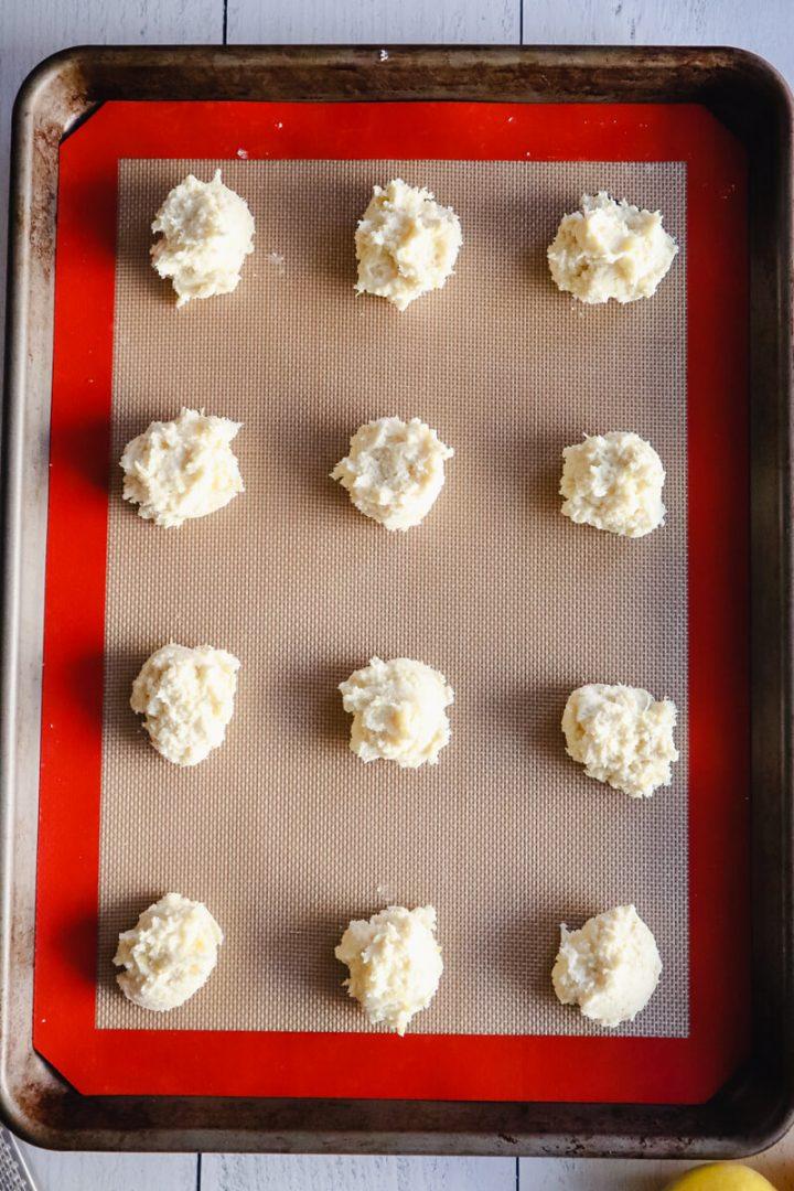 Pan to bake the low carb lemon cookies