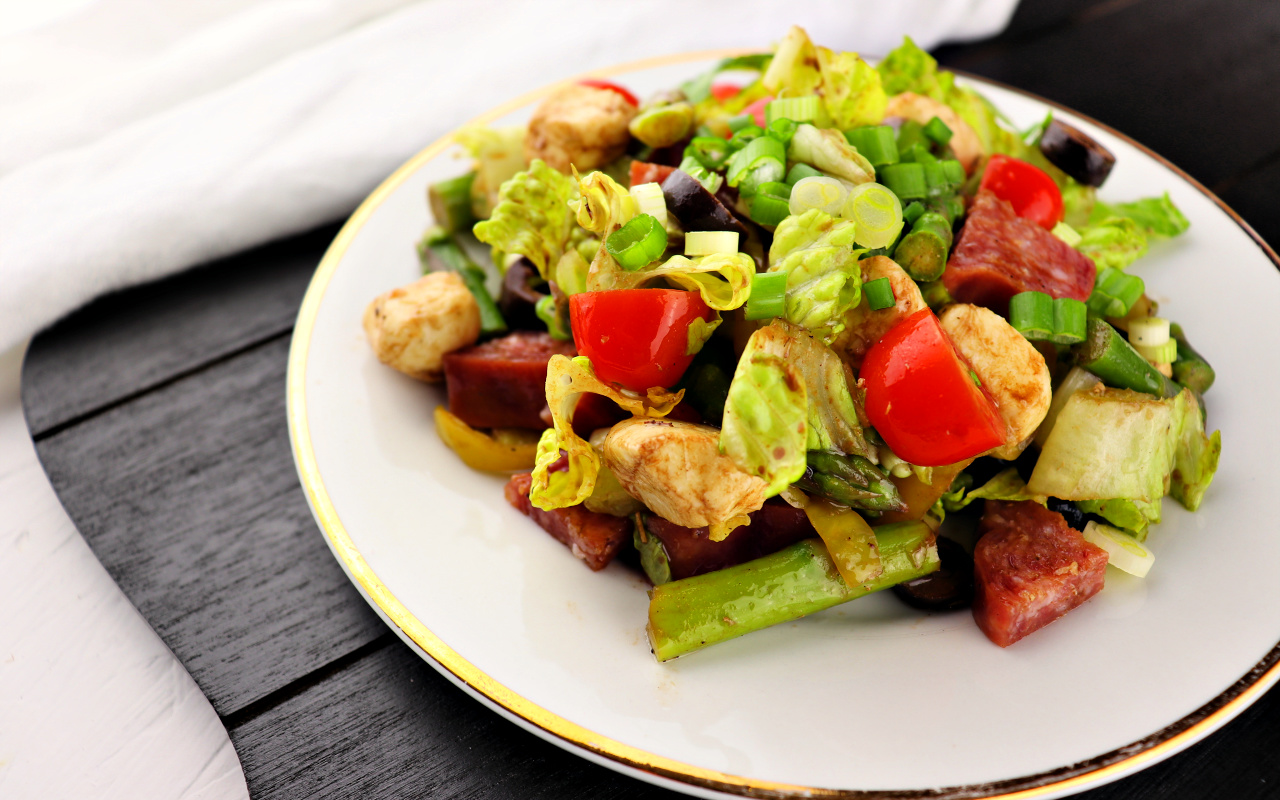 Keto Antipasto Salad is a delicious, refreshing low carb lunch. Get your veggies in with a gluten-free fabulous salad! #lowcarbsalad #ketolunch