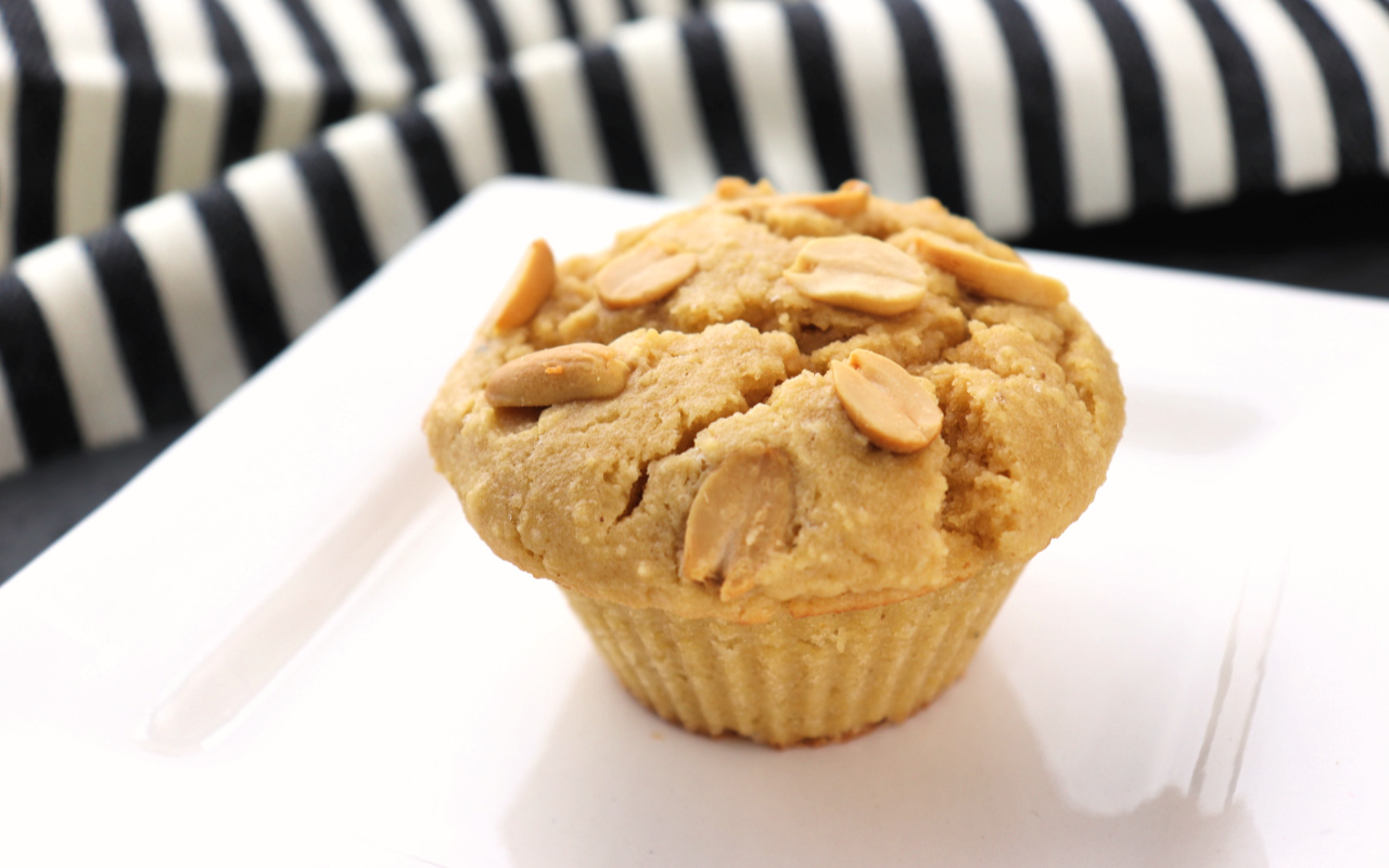 Low carb peanut butter muffins, the best keto breakfast recipe #ketomuffins #lowcarbbreakfast