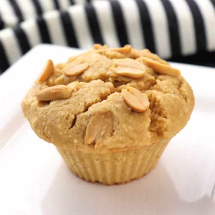 Low carb peanut butter muffins are a bit of keto heaven! A perfect gluten-free breakfast with a cup of coffee, or with a salad for a sugar-free lunch! Yum! #peanutbutter #lowcarbrecipes