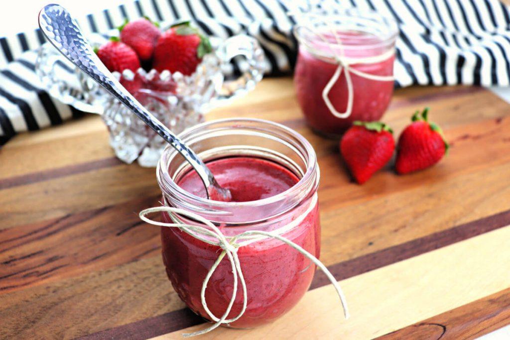 Amazing and easy keto strawberry jam, gluten-free, sugar-free and yum! #sugarfreejam #ketojam