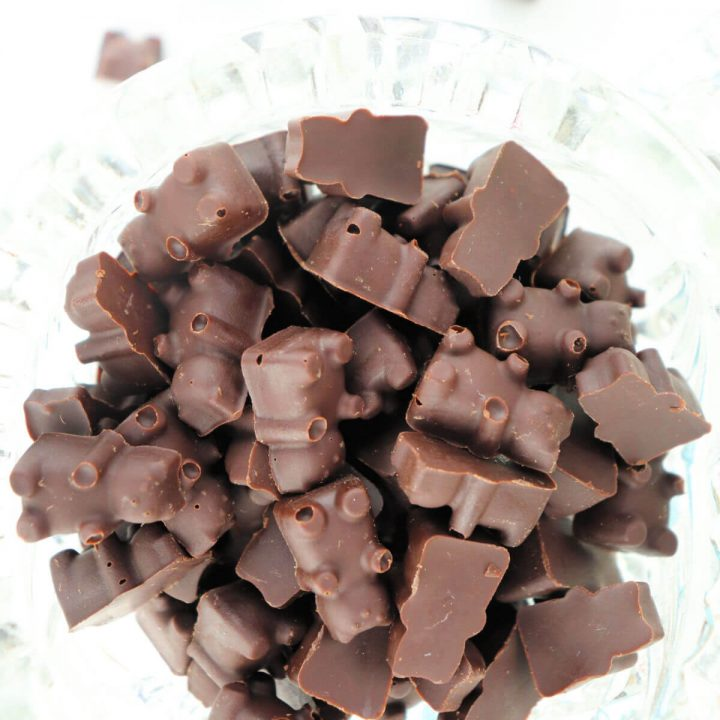 Keto chocolate bears are easy and delicious. Low carb and sugar-free to curb that chocolate craving. #ketochocolate #ketodessertrecipes #ketosnacks