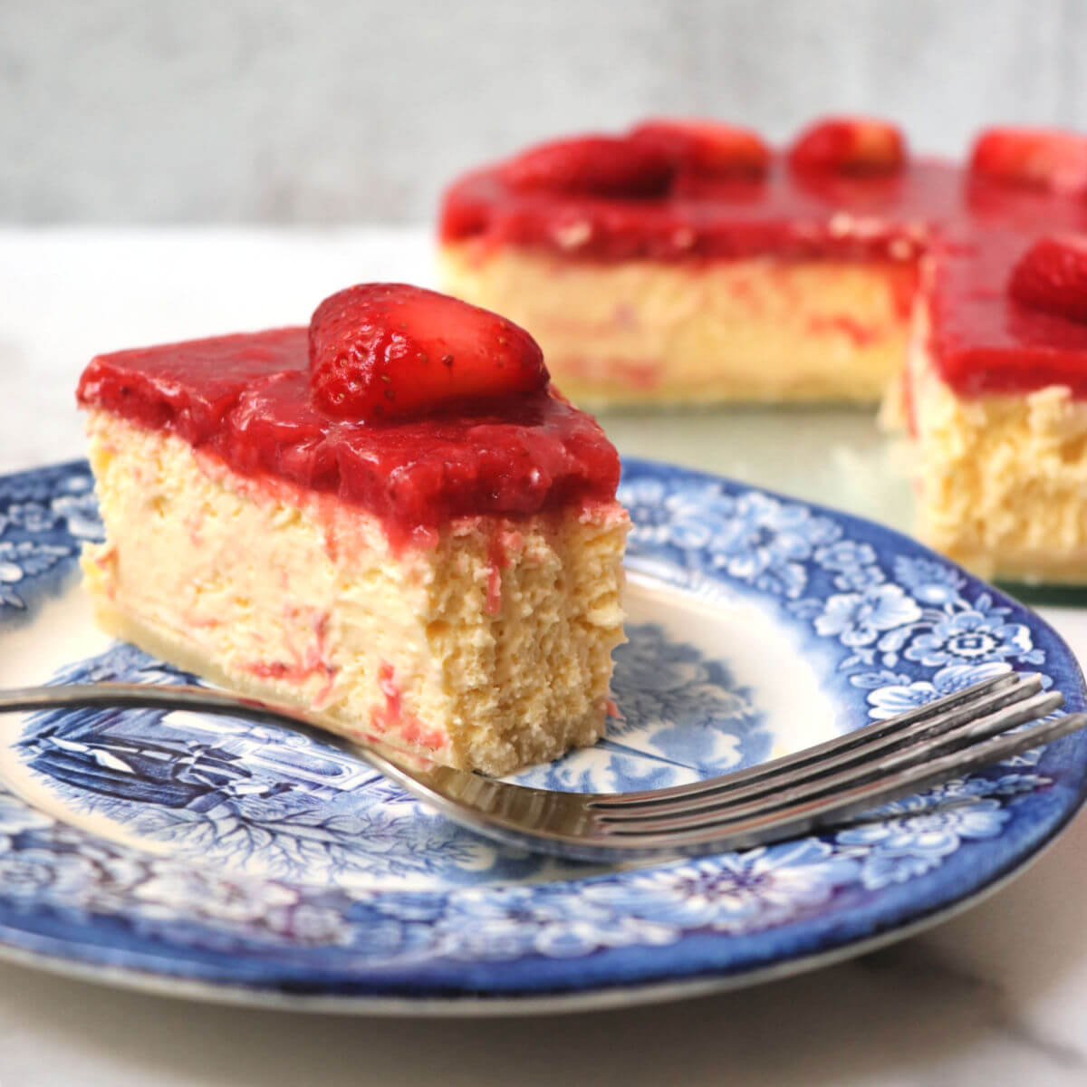 Best ever creamy keto strawberry cheesecake. Low carb, sugar-free with a gluten-free almond flour crust. #ketodessert #ketorecipes