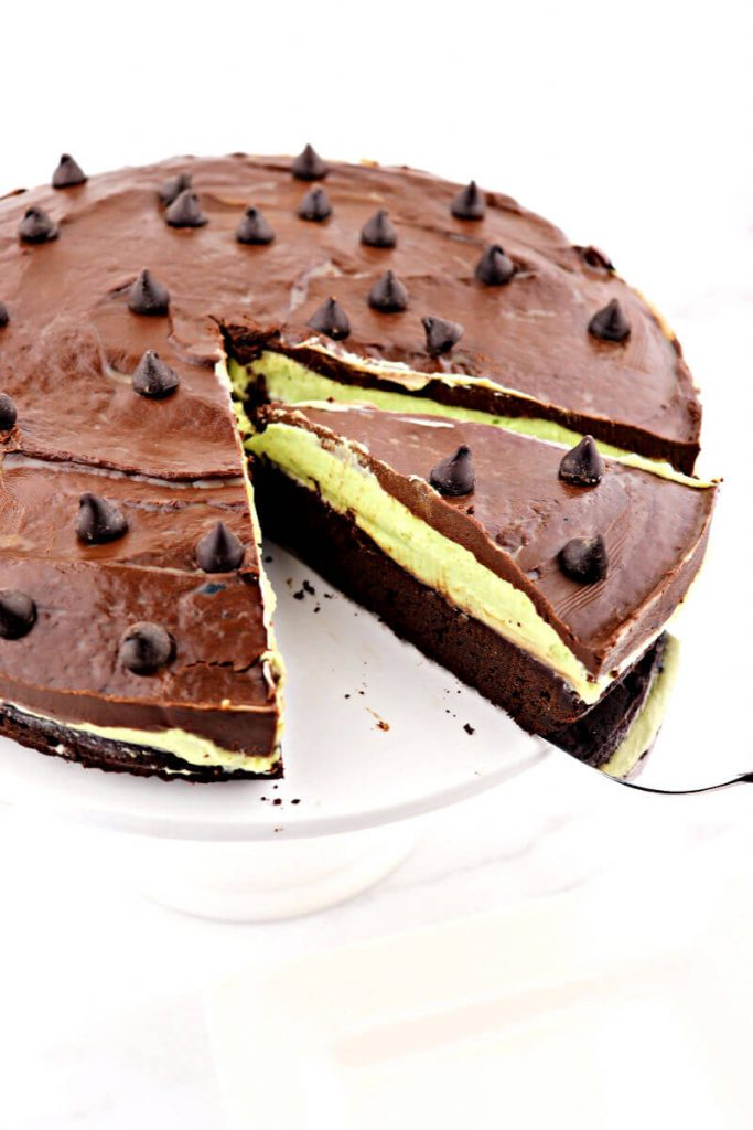 A piece of keto flourless chocolate grasshopper cake is deliciously gluten-free and sugar-free with the divine pairing of dark chocolate and mint cream. #ketodessert #ketorecipes