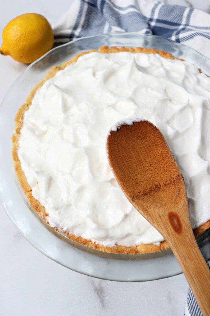 Use the back of a spoon to shape the meringue on the keto pie