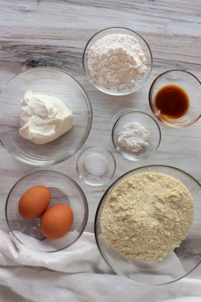 Ingredients for the keto shortcake.