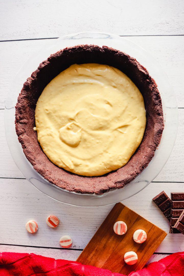 Keto peppermint custard in the pie shell
