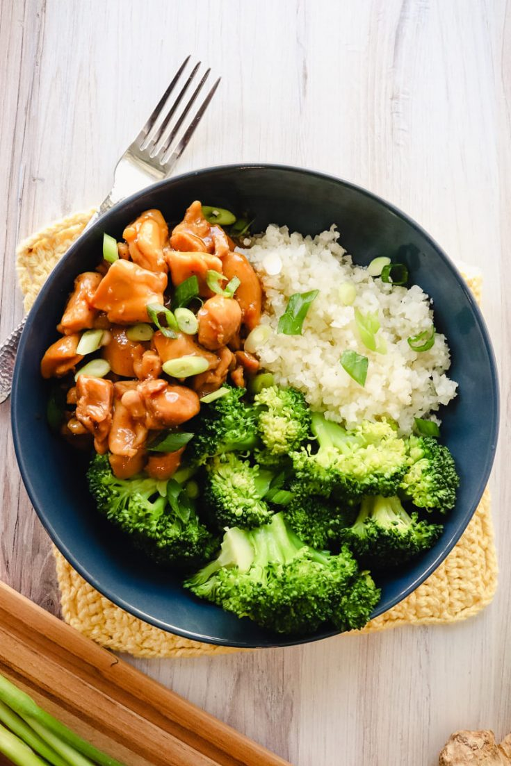 Low carb keto teriyaki chicken in a blue bowl