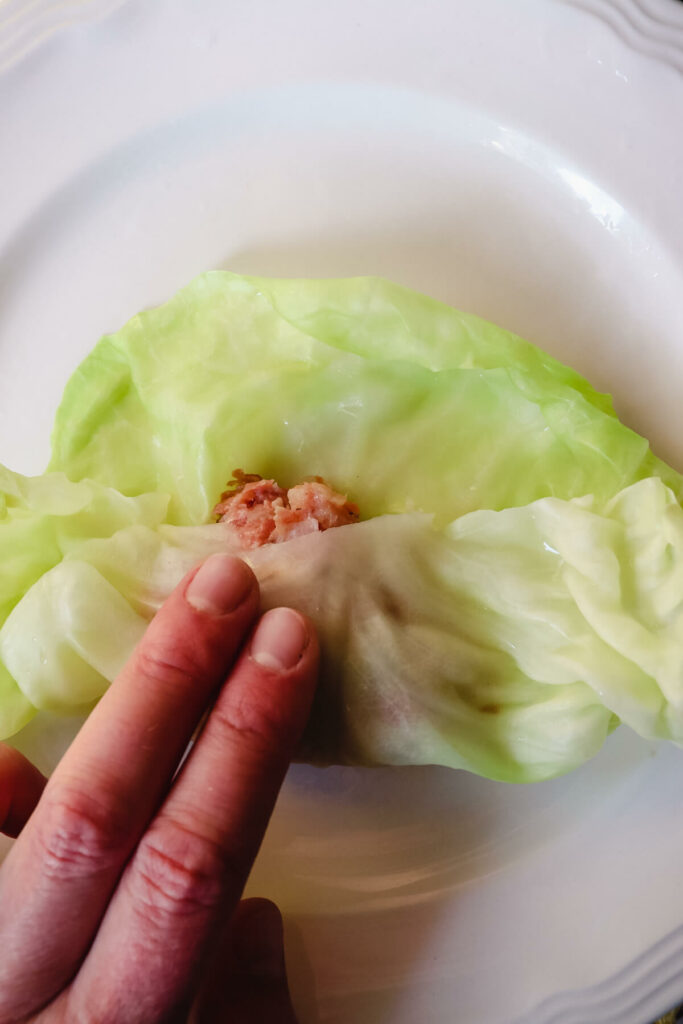 Rolling the cabbage around the filling